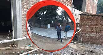 Reflector glass placed at Jail Road Rewari to avoid accidents.